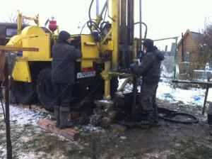Установка скважин очень аварийно не безопасна и должна выполнятся бурильщиками с многолетним опытом.