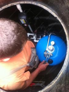 Обустройство скважины смета включает в себя установку автоматики и настройку заданных параметров работы скважинного насоса.