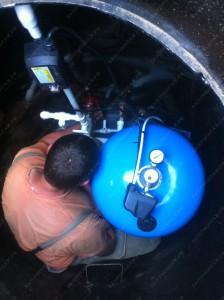 Обустройство скважины без кессона возможно. Но герметичность врезок водопроводных в бетонных кольцах вместо кессона  обеспечить не возможно.