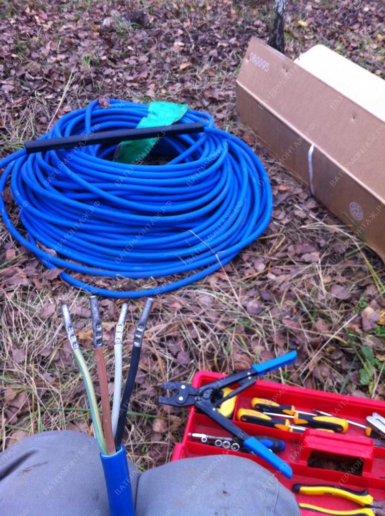 Соединение с помощью обжимного инструмента силового кабеля Grundfos с кабелем скважинного насоса