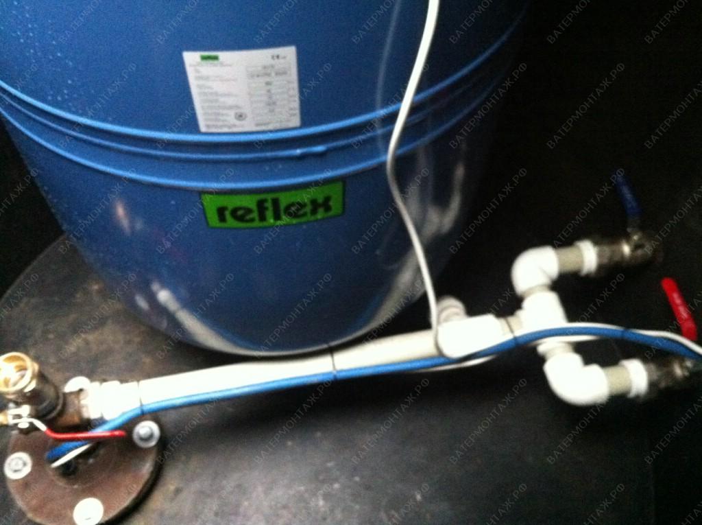 Установка гидроаккумулирующего бака Reflex DE500 на 500 литров в металлическом кессоне диаметром 1,5 м