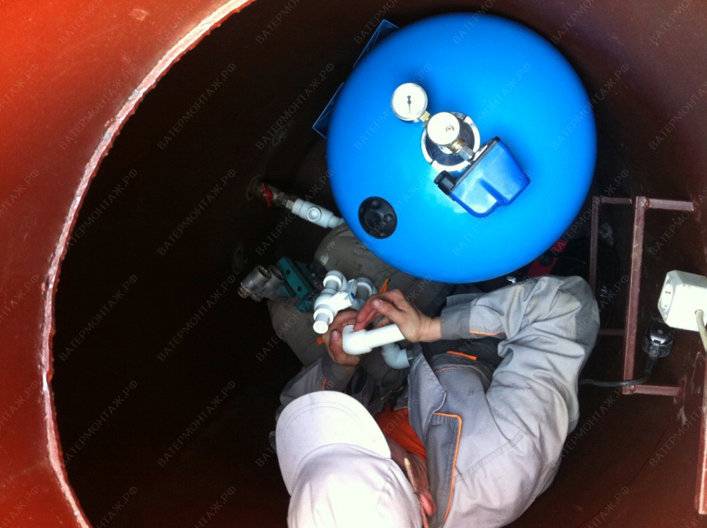 Используется металлический кессон, внутри которого монтируется оборудование